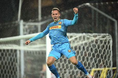 CAP NHAT toi 17/11: Wenger chi ro cau thu Man United dang ngai nhat. Arsenal gap tai hoa kho luong - Anh 4