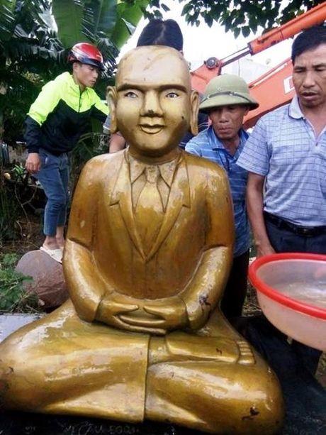 Tuong mac vest, ngoi tu the la: 'Khong phai binh thuong dau' - Anh 1