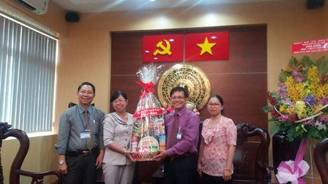 Hoi LHPN TP.HCM: Tham, chuc mung Ngay Nha giao Viet Nam - Anh 2