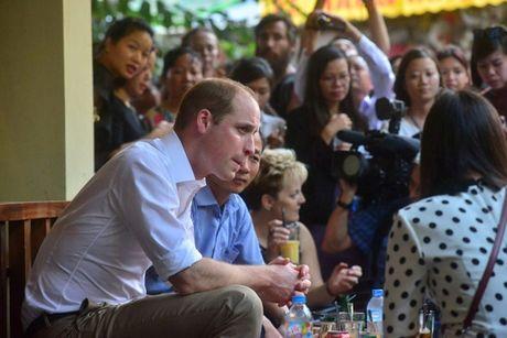 Hoang tu Anh thich thu thuong thuc ca phe pho co - Anh 4
