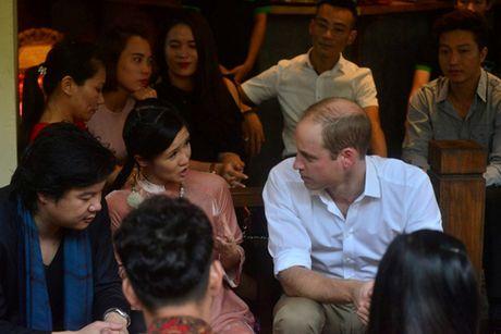 Hoang tu Anh thich thu thuong thuc ca phe pho co - Anh 8