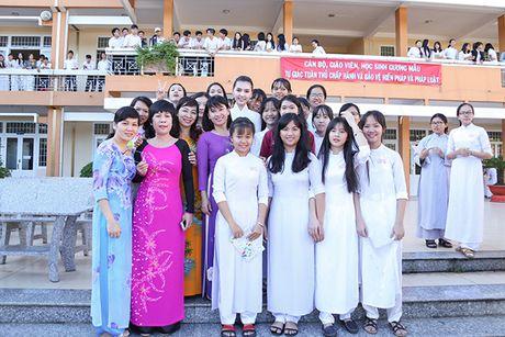 Hoa hau Ngoc Duyen ve Vung Tau trao hoc bong cho hoc sinh ngheo - Anh 14