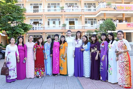 Hoa hau Ngoc Duyen ve Vung Tau trao hoc bong cho hoc sinh ngheo - Anh 15