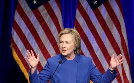Sau that bai, ba Clinton tung muon khong bao gio ra khoi nha - Anh 1