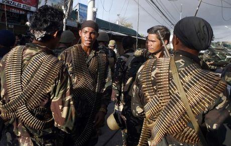 Quan doi Philippines giao tranh ac liet voi nhom Hoi giao Abu Sayyaf - Anh 1