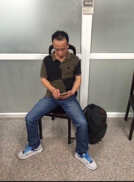 Du khach Trung Quoc lien tuc trom do tren may bay Viet - Anh 1