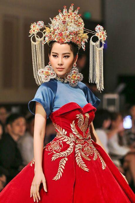 Lan Khue, Trang Khieu, Nam Em 'thoi tung' san catwalk - Anh 1