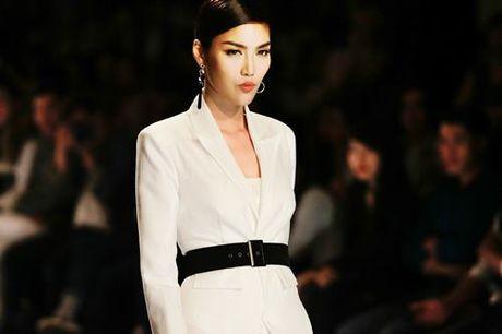 Lan Khue, Trang Khieu, Nam Em 'thoi tung' san catwalk - Anh 4