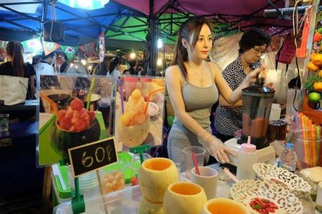 'Nu than nuoc ep' Thai Lan gay xon xao voi than hinh nong bong - Anh 1
