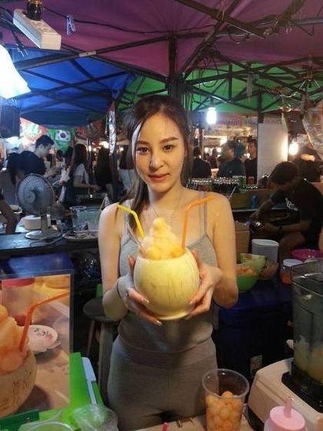'Nu than nuoc ep' Thai Lan gay xon xao voi than hinh nong bong - Anh 3