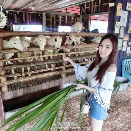 'Nu than nuoc ep' Thai Lan gay xon xao voi than hinh nong bong - Anh 5