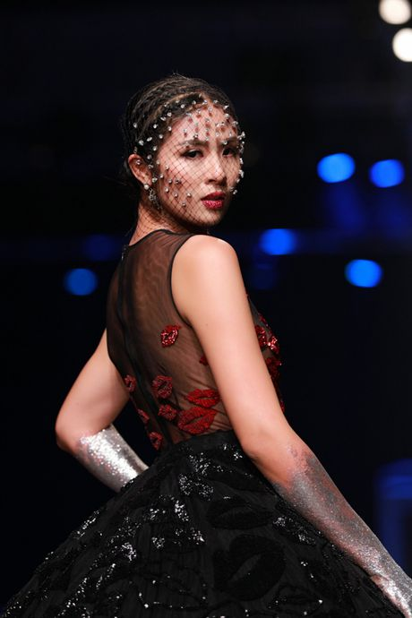 Nhung lan mac sexy, ca tinh hiem hoi cua HH Ngoc Han - Anh 4