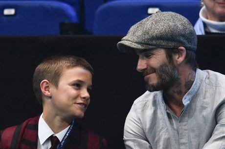 Beckham 'tron vo' dat quy tu di xem quan vot - Anh 1
