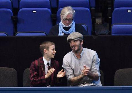 Beckham 'tron vo' dat quy tu di xem quan vot - Anh 2