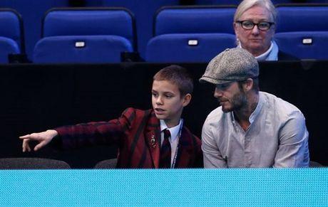 Beckham 'tron vo' dat quy tu di xem quan vot - Anh 3