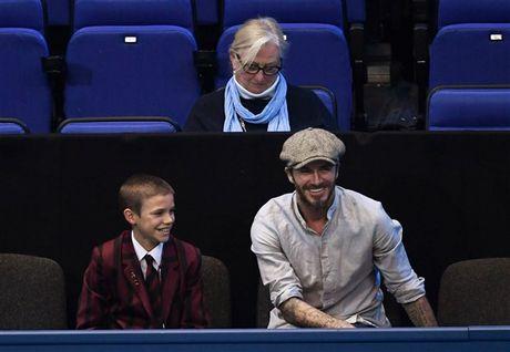 Beckham 'tron vo' dat quy tu di xem quan vot - Anh 4