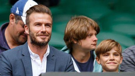 Beckham 'tron vo' dat quy tu di xem quan vot - Anh 8