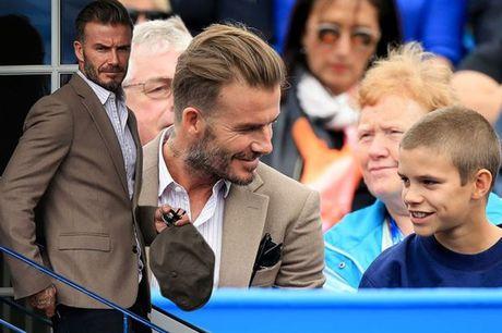 Beckham 'tron vo' dat quy tu di xem quan vot - Anh 9