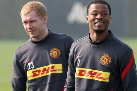 Suot 27 nam, chi 1 cau thu Man United chua he bi Sir Alex 'say toc' - Anh 1