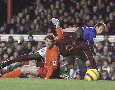 Nhung lan doi dau trong qua khu cua Wenger va Mourinho - Anh 4