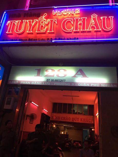 Tiep vien mac ho hang chay tan loan trong quan karaoke Sai Gon - Anh 1