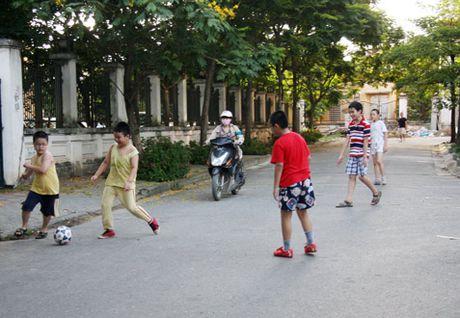 Dung tim xem tre em Viet choi dua giua long duong - Anh 6