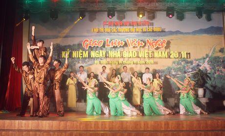 Dai hoc Ha Tinh tung bung chao mung ngay nha giao Viet Nam - Anh 1
