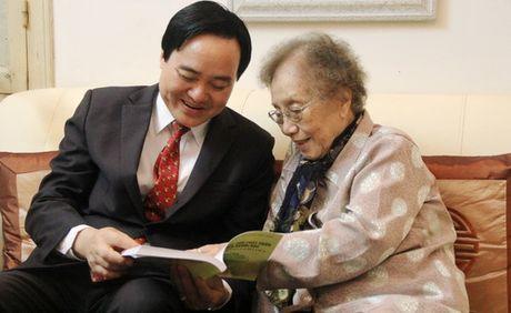 Bo truong Phung Xuan Nha chuc mung nguyen Pho Chu tich nuoc Nguyen Thi Binh - Anh 3