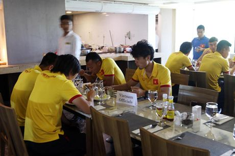 AFF Cup 2016: Bua trua vui ve cua tuyen Viet Nam - Anh 3