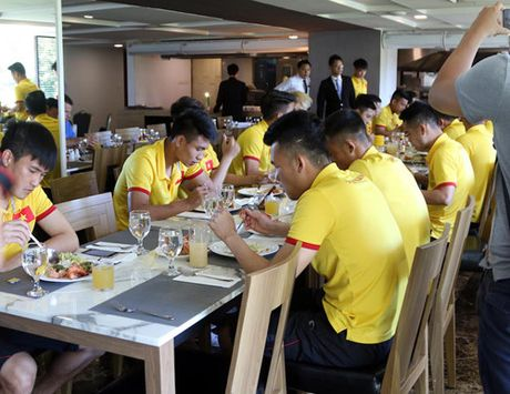 AFF Cup 2016: Bua trua vui ve cua tuyen Viet Nam - Anh 9