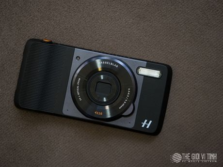 Can canh camera roi Hasselblad True Zoom cho Moto Z - Anh 1