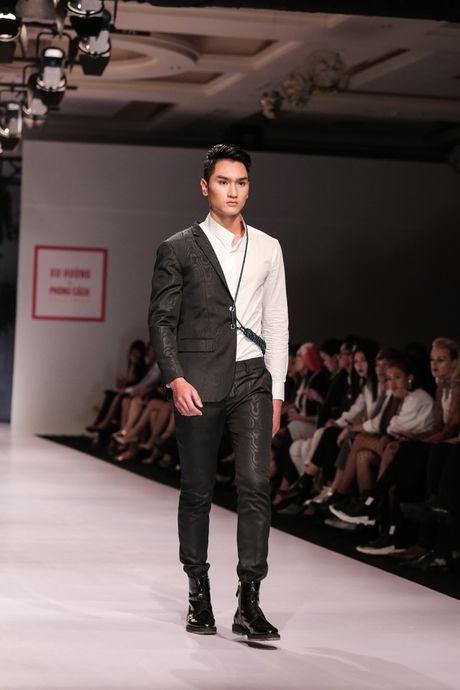 Dan nguoi mau Vietnam's Next Top Model noi bat tren san catwalk ngay hoi ngo - Anh 12