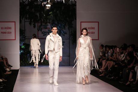 Dan nguoi mau Vietnam's Next Top Model noi bat tren san catwalk ngay hoi ngo - Anh 15