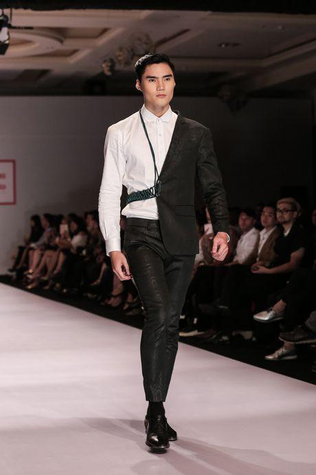 Dan nguoi mau Vietnam's Next Top Model noi bat tren san catwalk ngay hoi ngo - Anh 16