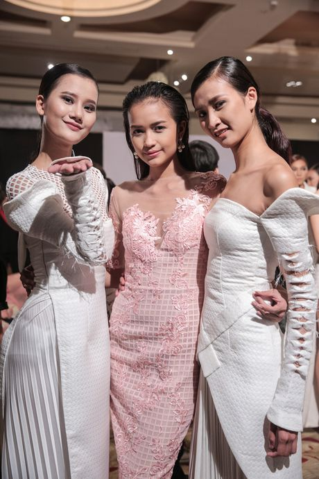 Dan nguoi mau Vietnam's Next Top Model noi bat tren san catwalk ngay hoi ngo - Anh 20