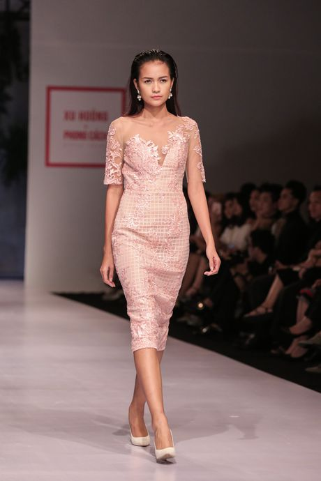 Dan nguoi mau Vietnam's Next Top Model noi bat tren san catwalk ngay hoi ngo - Anh 3