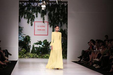 Dan nguoi mau Vietnam's Next Top Model noi bat tren san catwalk ngay hoi ngo - Anh 4
