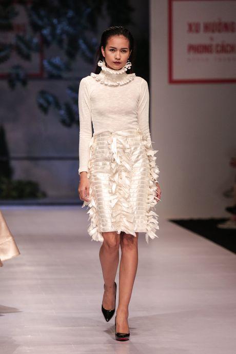 Dan nguoi mau Vietnam's Next Top Model noi bat tren san catwalk ngay hoi ngo - Anh 5