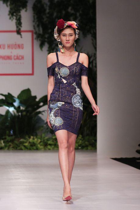 Dan nguoi mau Vietnam's Next Top Model noi bat tren san catwalk ngay hoi ngo - Anh 6