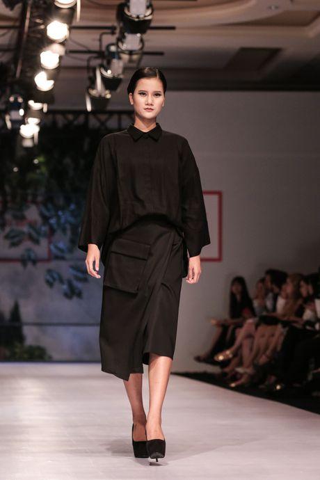 Dan nguoi mau Vietnam's Next Top Model noi bat tren san catwalk ngay hoi ngo - Anh 9