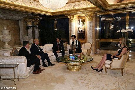 Ong Trump de vo chong con gai du hop voi thu tuong Nhat Ban - Anh 3