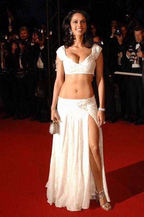 My nhan Mallika Sherawat bi tan cong o Paris - Anh 2
