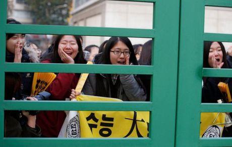 May bay hoan bay, xe bus bot coi trong ngay thi dai hoc tai Han Quoc - Anh 7
