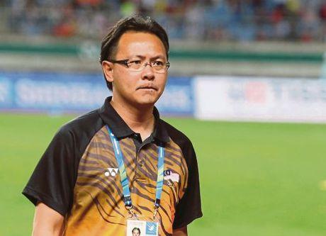 HLV Malaysia thuong xuyen doc bao Viet, biet nhieu ve tuyen Viet Nam - Anh 1
