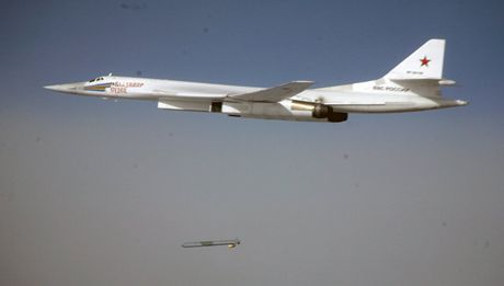 Can canh may bay di chuyen tu Nga toi Syria tan cong khung bo - Anh 1