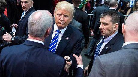 Mat vu My phai tra tien khi ngoi may bay cua Trump - Anh 1