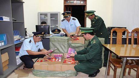 Quang Ninh: Thu giu gan 3 tan phao dien nhap lau tu Trung Quoc - Anh 1