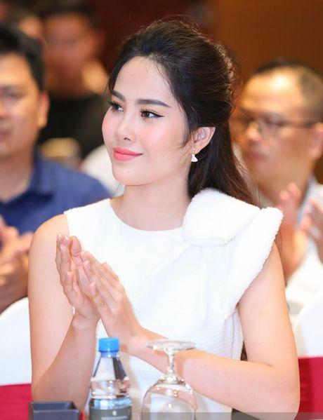 Hoa khoi Nam Em bat ngo lam nu trinh sat trong phim hinh su dai 1100 tap - Anh 1