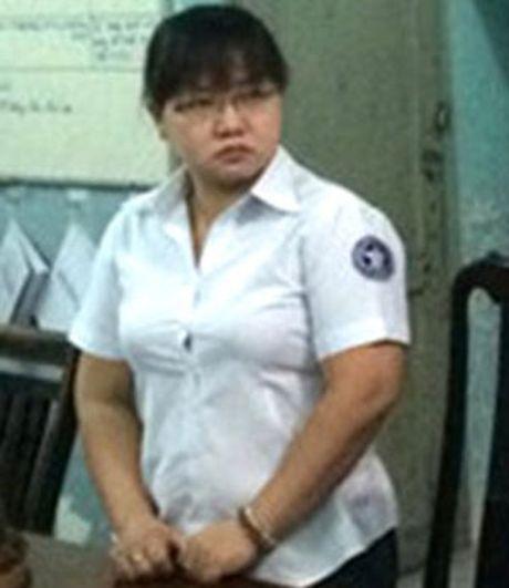 Nguyen can bo thi hanh an dan su gia mao chu ky chiem doat tien - Anh 1