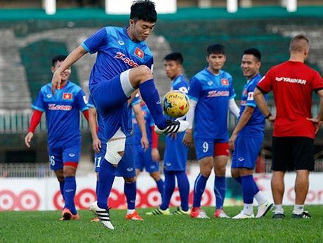 "DT Viet Nam: Dan sao nhu chau Au, ""Messi, CR7"" phai du bi - Anh 2"